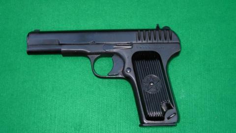 Samonabíjecí pistole TT-33